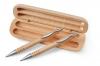 Ручка и механический карандаш в деревянной коробке.